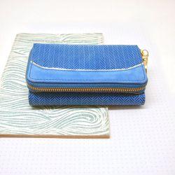 LEDER PORTEMONNEE  CHEVRON ROYAL BLUE